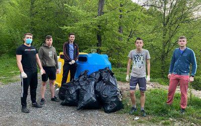 Tinerii ucraineni din Maramureș au desfășurat o nouă acțiune de ecologizare
