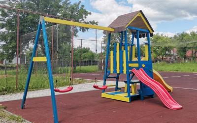 Нові ігрові майданчики для дітей з Вишні Рівньої та Полян